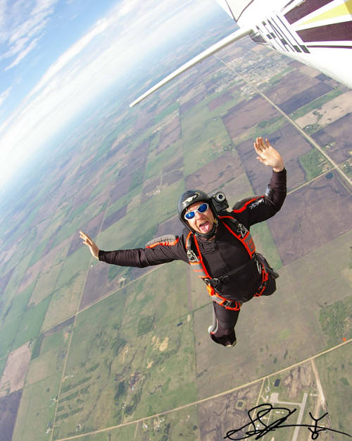 my first time skydiving Your first time skydiving should be safe & enjoyable take the leap & learn to skydive with the highly qualified professionals of skydivect.